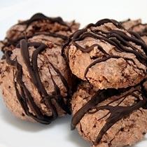 Ëmbëlsira nga çokollata dhe bajamet