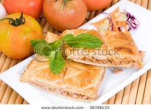 Byrek me qepe, domate dhe mish