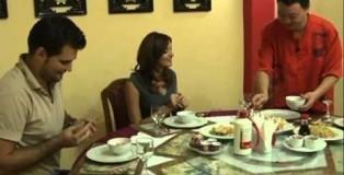 Ushqim kinez: Burek kinez, filetë pule me bajame, akullore të skuqura me mjaltë
