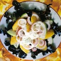 Sallatë me mollë, portokall e qepë