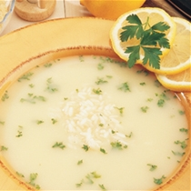 Supë me mish, vezë dhe limon